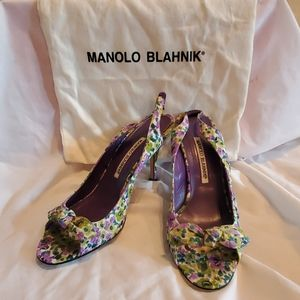 Manolos Blahnik strappy flower heels womens 6.5